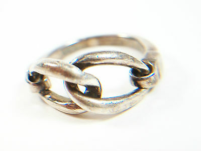 SAO - Vintage Silver Ring with Chain Link Detail - Marked 925 - Size 6 - 20th C.