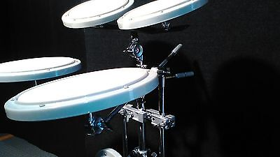 Practice drumset powerbeat and pearl B D pedal