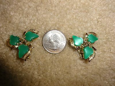 Vintage Plastic Thermoset Teal & Goldtone Clip on Earrings