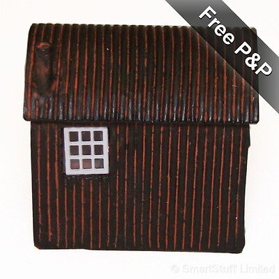 Hornby Skaledale Lamp Hut R8585 OO Gauge Scale Model R 8585 - Brand New in Box
