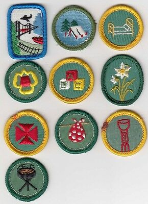 ASSORTED - Vintage 1975 Girl Scouts Badges / Patches
