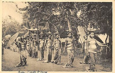 POSTCARD   INDONESIA   BALI    Women  carrying  Temple  Offerings