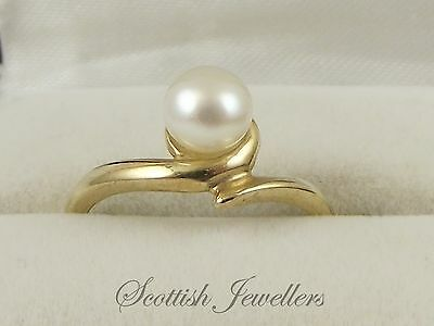 9ct Gold Ring Set With A 5.5mm Cultured Pearl Hallmarked London 1994 UK Size L
