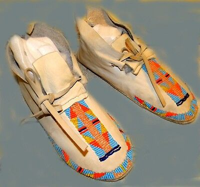 "Vintage Beautiful 9"" Cheyenne Indian Beaded Buffalo Hide Leather Moccasins"