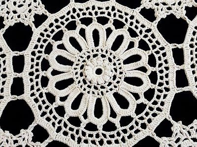 A Delightful Ecru   Cotton Large Hand Crafted Crochet  Tablecloth / Bedspread 22