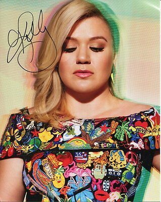 KELLY CLARKSON autographed 8x10 color photo     BEAUTIFUL SINGER   American Idol