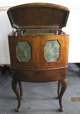vintage Valve radio amplifier McMichael Model 135 Walnut cabinet with stand