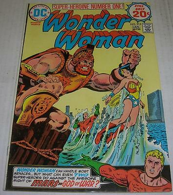 WONDER WOMAN #215 (DC Comics 1974) JUSTICE LEAGUE OF AMERICA appearance (VF-)