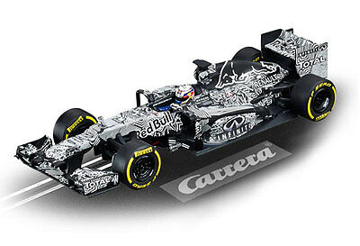 Carrera 30729 - Digital 132 Infiniti Red Bull Racing Camo Bull Test Car Limited