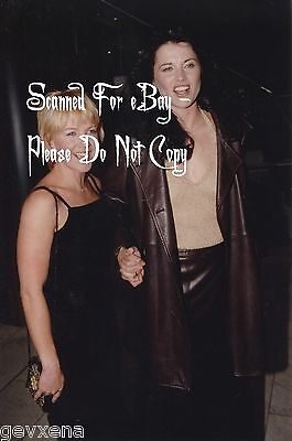 BEYOND RARE 5x7 Lucy Lawless (Xena) & Renee O'Connor Candid Photo