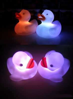 2016 1X Baby Kids  Toy Multi Color Changing Duck Flashing LED Lamp