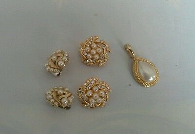 LOT of 3 Vintage 2 pairs of pearl earrings and a pearl pendant