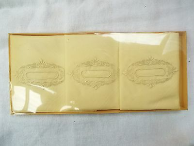 Vintage Boxed Ladies Three Yellow Linen Handkerchiefs Hankies Embroidered D
