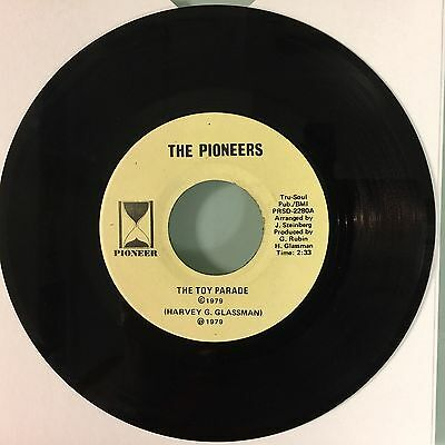 """7"""" The Pioneers - The Toy Parade / My Christmas Tree (Pioneer Usa) Obscure"""