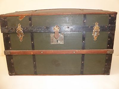 ANTIQUE HUMPBACK DOLL / SALESMAN'S SAMPLE TRUNK - CIRCA 1890's
