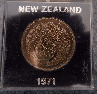 """1971 NEW ZEALAND $1  """"Coat of ARMS """" $1 DOLLAR UNCIRCULATED COIN IN PERSPEX CASE"""