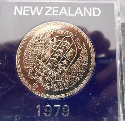 """1979 NEW ZEALAND $1  """"Coat of ARMS """" $1 DOLLAR UNCIRCULATED COIN IN PERSPEX CASE"""