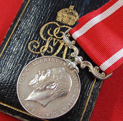Vintage Rare British Sea Gallantry Medal In Silver 'ss Volturno Disaster' Case