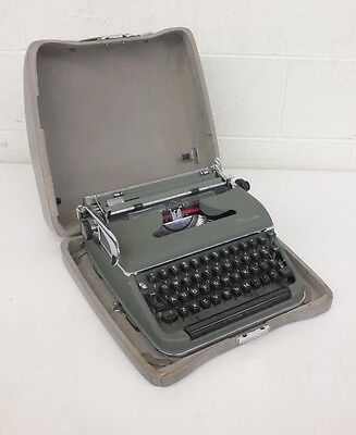 Vintage Olympia De Luxe Green Metal Bodied Portable Typewriter w/Case Germany