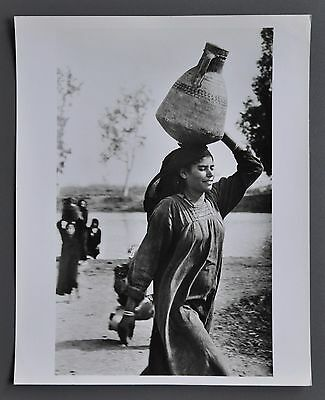Étienne Sved Silver Gelatin Photo Print 20x25 Egyptian Woman carrying water 1955