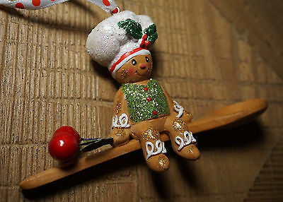 GINGERBREAD MAN CHEF on WOODEN SPOON Christmas Ornament Holiday Home Decor - NEW