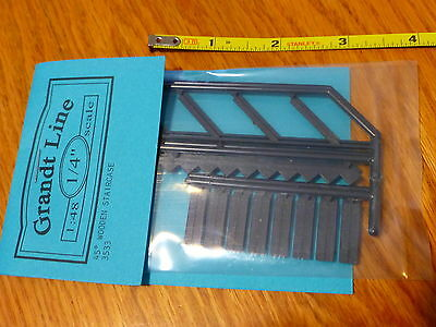 Grandt Line O #3533 (1:48 Scale) 45 Degrees Wooden Staircase (Plastic Kit)