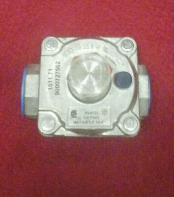 "MAXITROL 1/2"" Gas Regulator RV47CL"