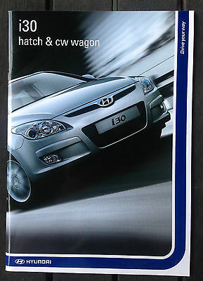 2009 HYUNDAI i30 hatch & cw wagon glossy BROCHURE in EC with 32 pages.