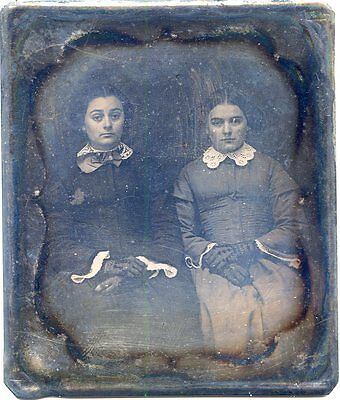 Daguerreotype 2 Fashionable Sisters Lace Gloves