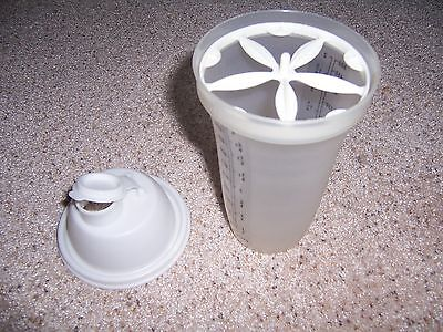 Tupperware Quick Shake 2 cup Measuring white lide