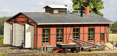 Auhagen TT 13233: Engine shed two stall
