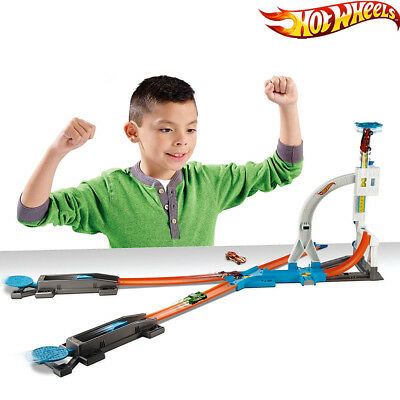 Pista Hot Wheels Acrobazie Incredibili Play Set Con Automobilina Inclusa