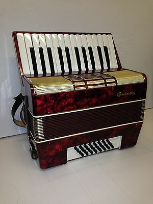 Galotta Accordion 32 Bass 26 Keys Vintage Piano