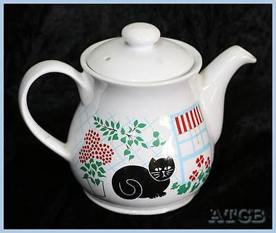Vintage Sadler cat teapot. Very cute and in excellent condition