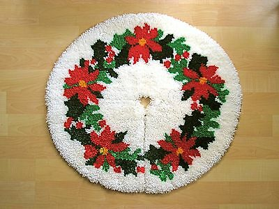 VGC Vtg Red Green Poinsetta Completed Latch Hook Christmas Tree Skirt Rug 32""