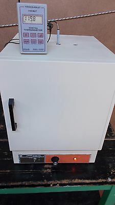 Fisher Isotemp 116G 100 Series Gravity Convection Lab Drying Oven Incubator