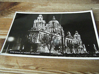 EARLY  RP  CARD - THE CITY HALL AT NIGHT  -  BELFAST  - CARD No10  - UNUSED CARD