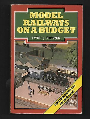 MODEL RAILWAYS ON A BUDGET Cyril Freezer Practical Guide Paperback