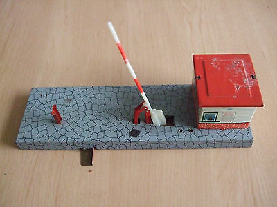 Vintage 1960's Model Railways Tin-plate Level-crossing with Gatehouse by HWN