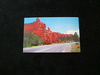 Utah  (Red Canyon)    Postcard         Approach to Bryce Canyon