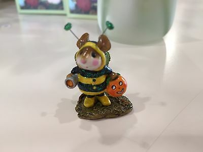 Bee Dazzled M-252  was sculpted by Donna Petersen WEE FOREST FOLK