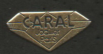 1 Pin's - Caral Joailler Paris - Qualite - Collection