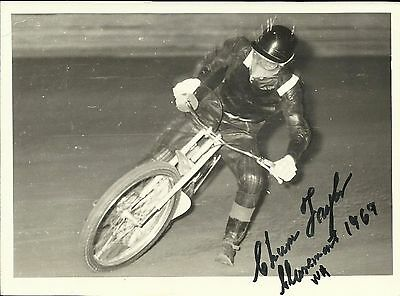 CHUM TAYLOR (Australian Champion), b/w action photo, ORIGINALLY SIGNED!