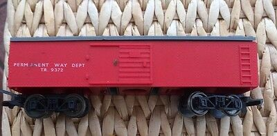 TR9372 Hornby 00 gauge Carriage Wagon Red