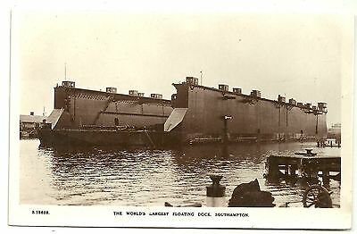 Shipping postcard Southampton World's Largest Floating Dry dock