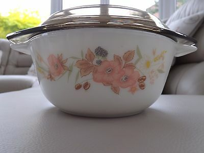 RARE -  Boots HEDGE ROSE  Small sized Pyrex Casserole dish & smoked lid