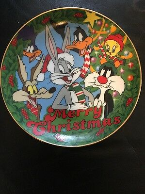 Warner Bros. Looney Tunes Christmas Collectors Plate Featuring Bugs Bunny