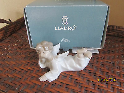 """Lladro #4541 """"Angel Lying Down"""" Porcelain Figurine in Box with Guarantee"""