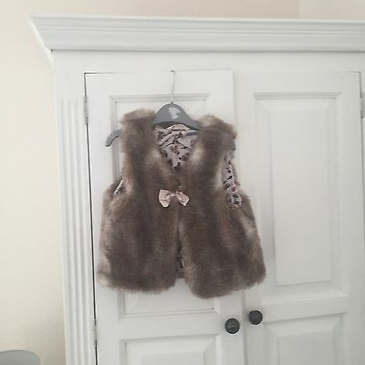 Girls Fur Gillet Age 7  to 8 Years Lovely H&M