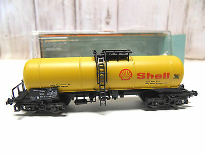 D 38) wagon citerne SHELL a bogies ROCO en BO 2364 A  train electrique N